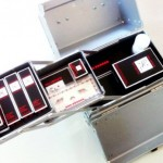 L'interno del beauty case della Holyday collection 2012 Karl Lagerfeld for Shu Uemura