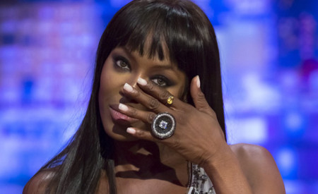 Le unghie come quelle di Naomi Campbell con Artistic Colour Gloss
