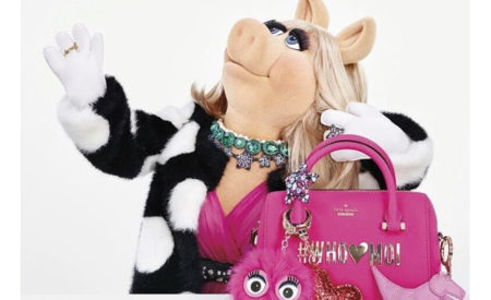 Miss Piggy è la testimonial di Kate Spade per la holiday collection