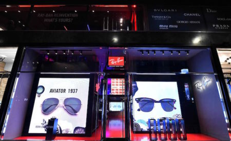 Ray-Ban pop-up store a Milano in Piazza San Babila
